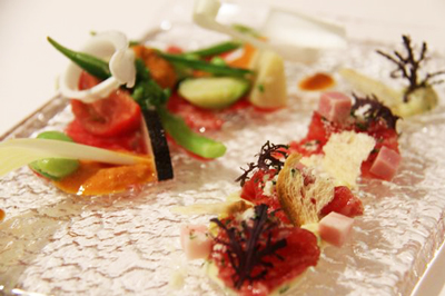 【10店目】レストランヒロミチの鯨のカルパッチョ シーザーソースとココナッツカレーのソース
