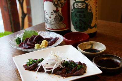 【11店目】和食「魁人」の3種の醤油で楽しむ鯨のタタキと刺身