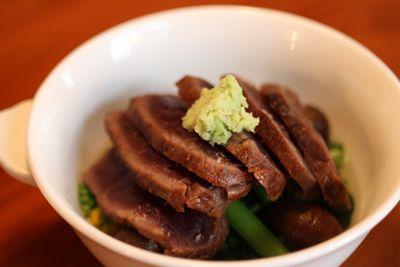 【15店目】lalunalunaの鯨肉の醤油粕マリネ季節野菜のおひたし添え